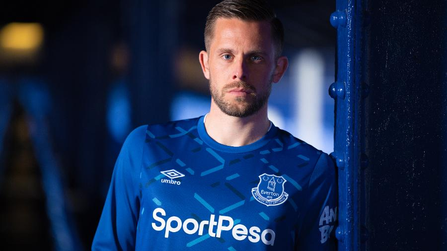 hot sale online f6f22 8276e New 2019-20 Everton Home Kit: All You Need To Know